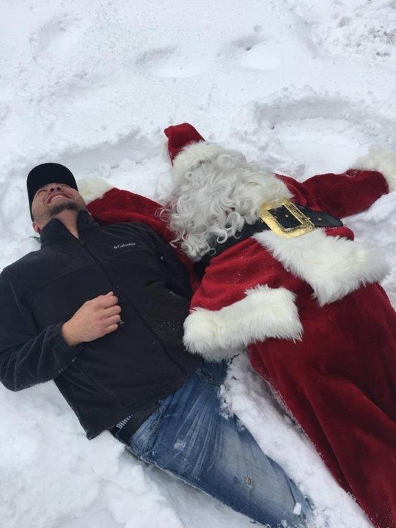 Family 2 Santa and Ricki snow angels